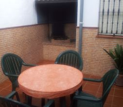 Patio con barbacoa.